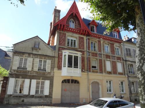 Apartment Le Raphaël : Apartment near Équemauville