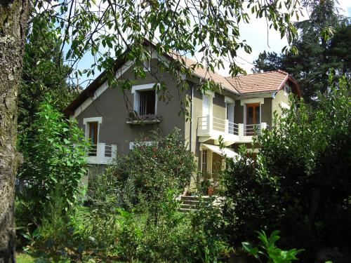 Les Sapins B&B : Bed and Breakfast near Saint-Paul-de-Jarrat