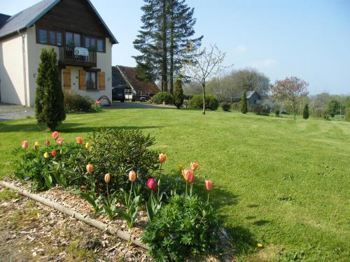La Ferme de Montaigu : Bed and Breakfast near Grimesnil