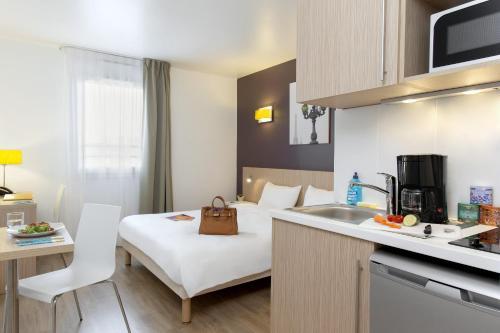 Aparthotel Adagio Access Paris Clichy : Guest accommodation near Asnières-sur-Seine