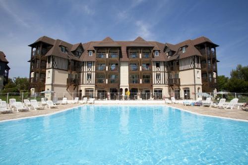 Pierre & Vacances La Résidence du Golf : Resort near Bonneville-sur-Touques