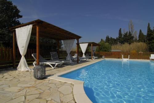 Le Mas Mérindol Gîte Cerise : Guest accommodation near Loriol-du-Comtat