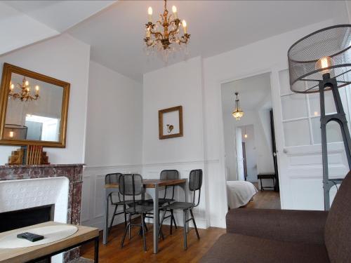 Appart'Tourisme Paris Porte de Versailles : Apartment near Issy-les-Moulineaux