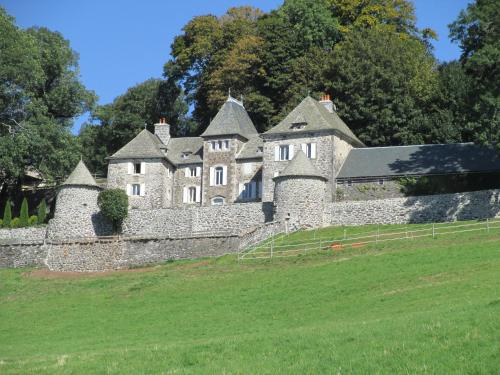 Château du Puech : Bed and Breakfast near Saint-Urcize
