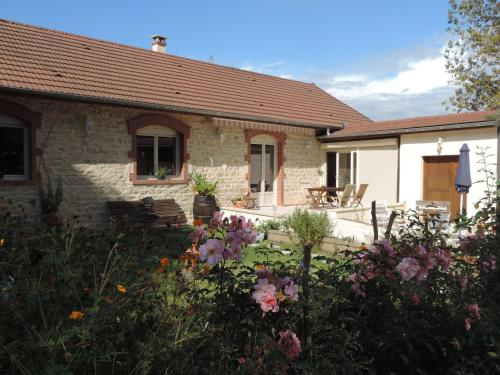 Villa Roland en Bourgogne : Guest accommodation near Saint-Aubin