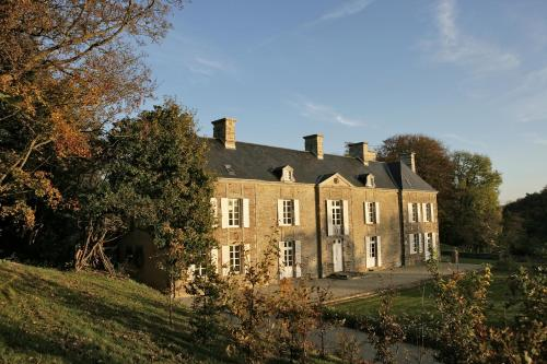 Manoir du Mesnil de Bas : Bed and Breakfast near Ver