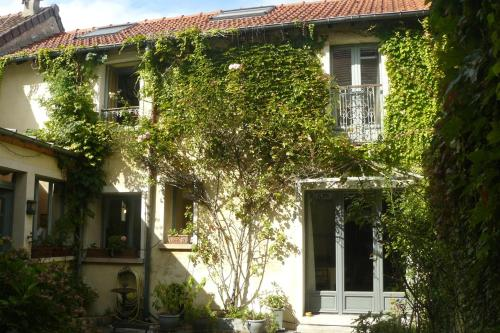 Porte de Paris : Bed and Breakfast near Le Pecq