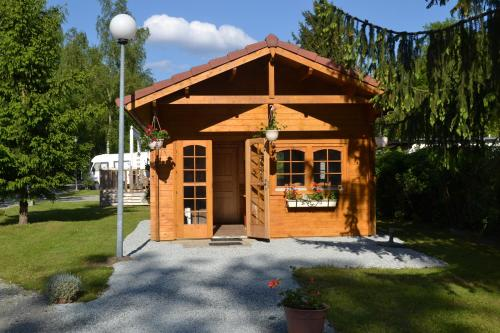 Camping du Lac de la Seigneurie : Guest accommodation near Saint-Cosme