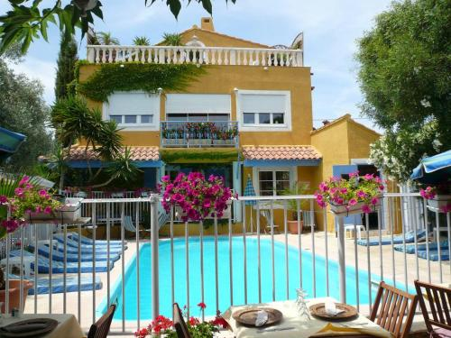 Le Mas de la Frigoulette : Hotel near Sanary-sur-Mer