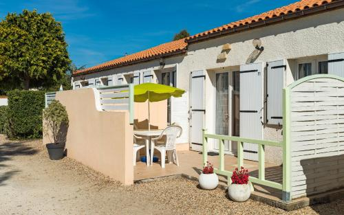 Lagrange Vacances Les Maisons de Saint Georges : Guest accommodation near Semussac