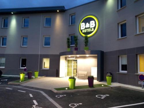 B&B Hôtel Clermont-Ferrand Nord Riom : Hotel near Chaptuzat