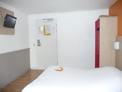 hotelF1 Cergy : Hotel near Maurecourt