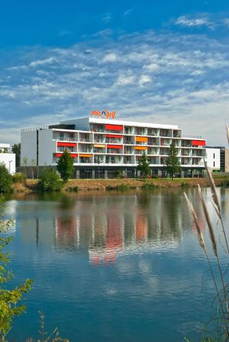 Appart-Hôtel Mer & Golf City Bordeaux Lac - Bruges : Guest accommodation near Bassens