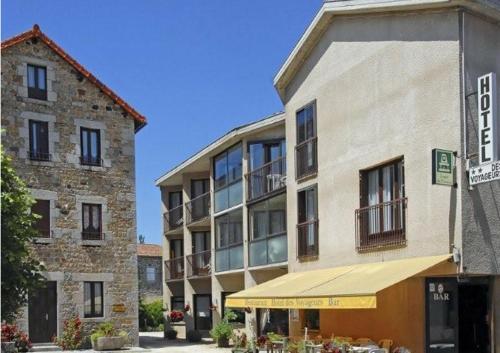Logis Hotel des Voyageurs : Hotel near La Chaze-de-Peyre