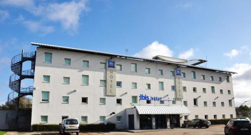 ibis budget Calais Coquelles Tunnel sous la Manche : Hotel near Nielles-lès-Calais