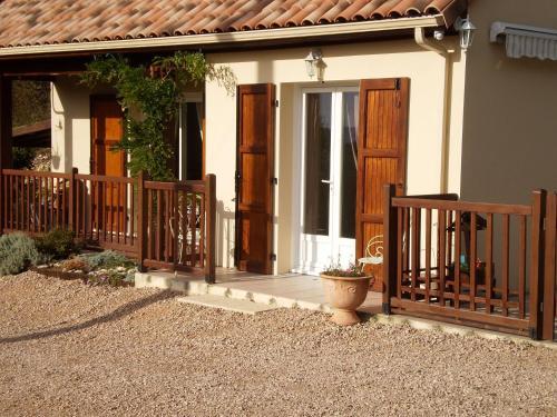 Les Roziers : Guest accommodation near Saint-Santin