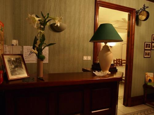 Hotel Auberge du Cheval Blanc : Hotel near Saint-Jouin-de-Milly