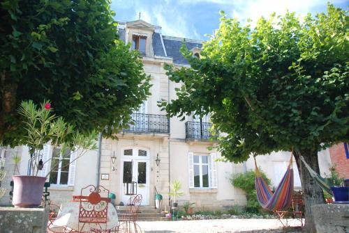 La Villa Les Pieds dans l'Ouche : Guest accommodation near Villeberny