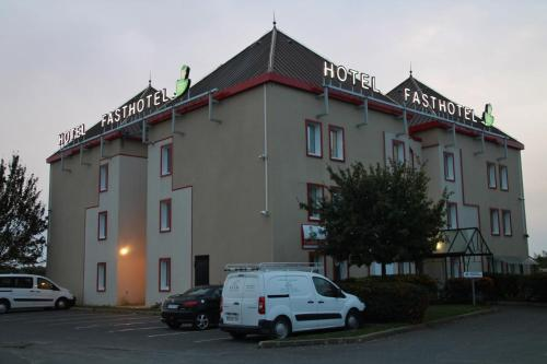 Fasthotel Montereau - Esmans : Hotel near Forges