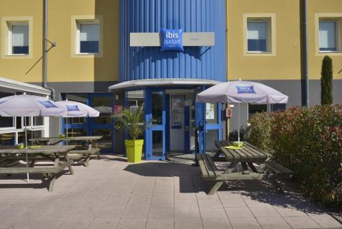 Ibis budget Issoire : Hotel near Coudes