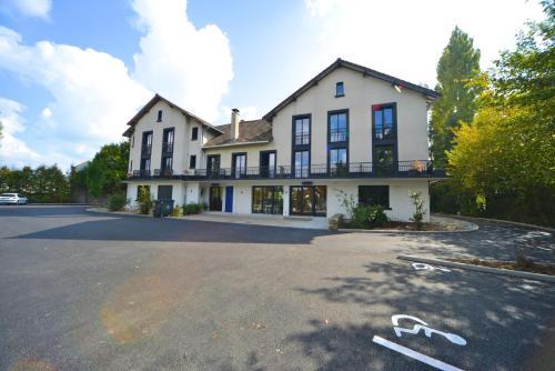 Hotel Restaurant La Mire : Hotel near La Chapelle-Saint-Laurian