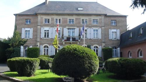 Logis Le Clos du Montvinage Rest. Auberge Val De l'Oise : Hotel near Malzy