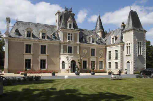 Hotel The Originals Château de la Barbinière (ex Relais du Silence) : Hotel near La Tessoualle