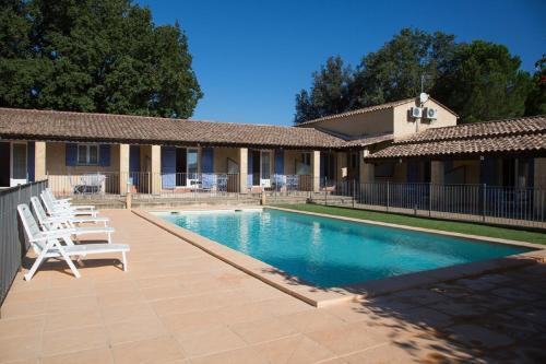 Motel Le Clos De La Cerisaie : Guest accommodation near Castillon-du-Gard