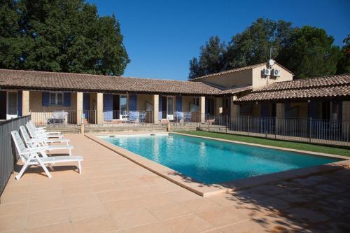 Motel Le Clos De La Cerisaie : Guest accommodation near Vers-Pont-du-Gard