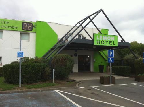 Lemon Hotel - Tourcoing : Hotel near Wattrelos