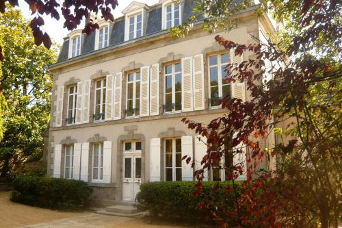Maison de la Garenne : Bed and Breakfast near Theix