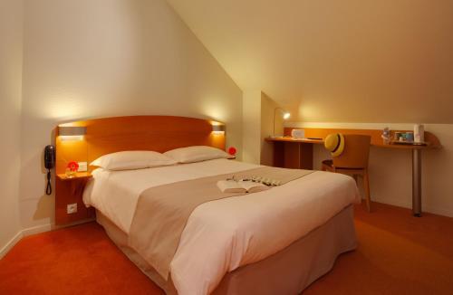 Kyriad Rennes Nord Hotel : Hotel near L'Hermitage