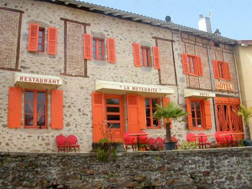Hôtel-Restaurant La Météorite : Hotel near Rochechouart