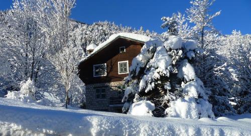 Le Chalet des Alpes du Sud : Guest accommodation near Saint-Étienne-de-Tinée