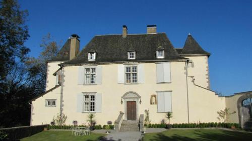 Château de Porthos : Bed and Breakfast near Arette