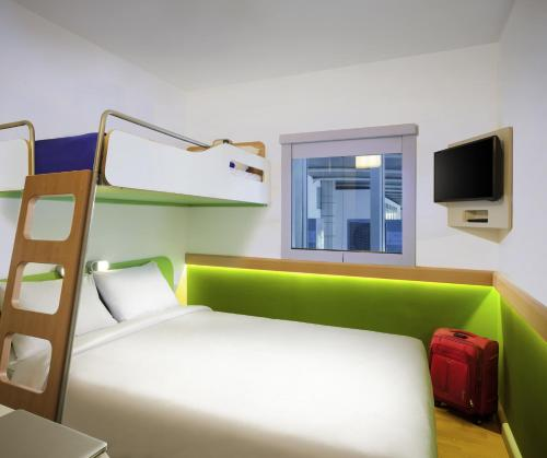 ibis budget Saint-Quentin Centre : Hotel near Ly-Fontaine