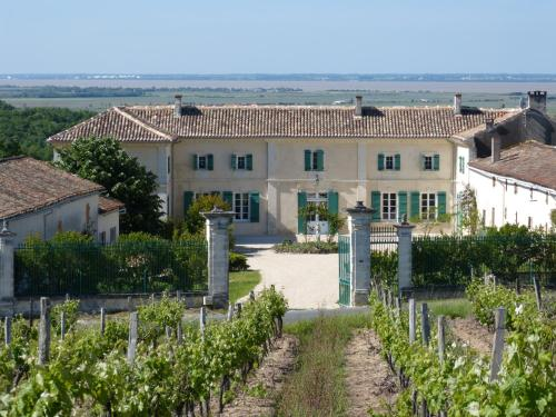 Domaine de l'Estuaire : Bed and Breakfast near Saint-Christoly-Médoc