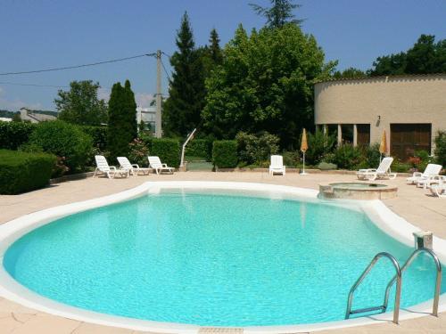 Hotel Les Chênes : Hotel near Bevons