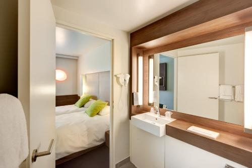 Campanile La Roche Sur Yon Centre Gare : Hotel near La Roche-sur-Yon