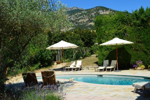 La Roseraie-Drôme : Bed and Breakfast near Eyroles