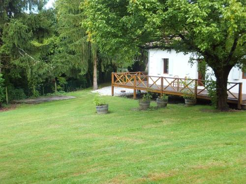 La Maison du Lac : Guest accommodation near Saint-Caprais-de-Bordeaux