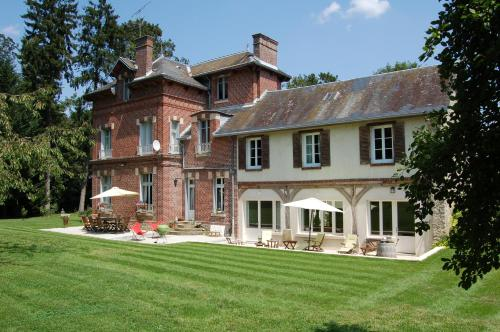 Le Manoir du Menillet : Bed and Breakfast near Theuville