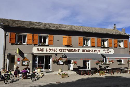 Logis Hôtel Beauséjour : Hotel near Borée