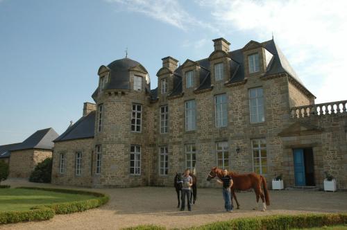 Hotel The Originals Château du Bois Guy (ex Relais du Silence) : Hotel near Javené