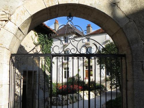 Le Bailli de Montsaugeon : Bed and Breakfast near Vaux-sous-Aubigny