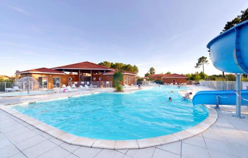 Le Domaine des Grands Lacs : Guest accommodation near Liposthey