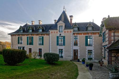 Château Le Barreau : Bed and Breakfast near Paroy-sur-Tholon