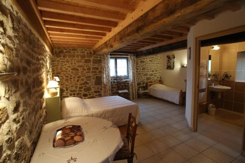 Ferme Cidricole Hugues Desfrièches : Bed and Breakfast near Loucé