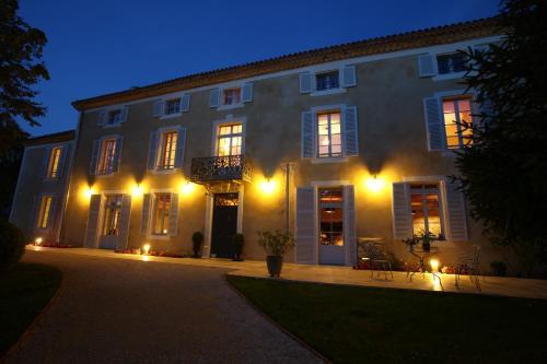Hôtel le Castel Pierre : Hotel near Escalans