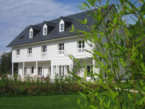Bambou Lodge : Guest accommodation near Saint-Julien-sur-Calonne
